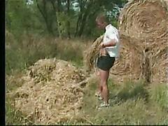 Ттрахает жирёху в деревне