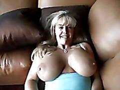 Мамочка с большими сиськами
