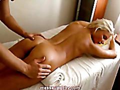 Массаж молоденького тела порно