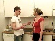 Домашнее порно на кухне
