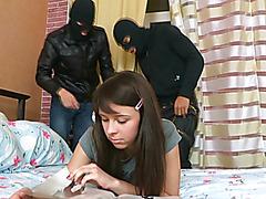 Грабители изнасиловали молодую девушку