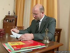 Русскую студентку ебут на сессии
