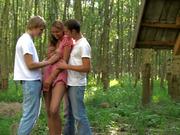 Изнасиловали юную девушку в лесу привязав к дереву